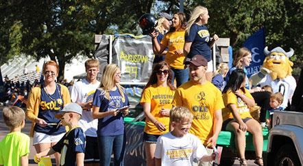 Photos, Video: Alumni, Parents, Campus Community Celebrate Viking Days