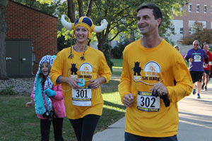 Sara (Lease) Dickamore '00 and Ted Dickamore near the finish line of the Langskip 5K 2015.